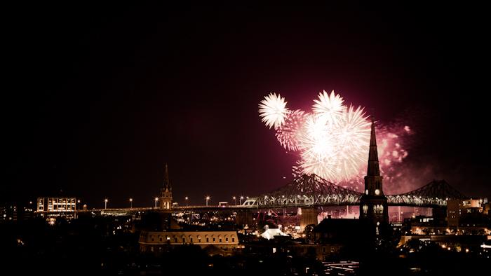 Les feux d'artifice Loto-Québec voient s'affronter8 pays de fin juin à fin juillet. Les feux sont tirés depuis l'Île Sainte-Hélène et prennent place au dessus du Saint-Laurent…