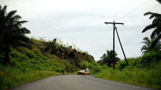 If you have read the previous episode, you know that a spit of lava has cut the road in 1999, near Limbe. Here's a picture of it :) .