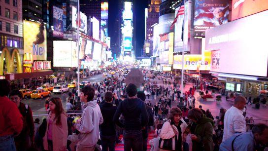 À Times Square, on a mal aux yeux aussi. De la lumière intense en continu, des photos qui défilent, des vidéos qui sont jouées de tous les côtés, des informations de la Bourse qui filent le long des murs…Point de repos!