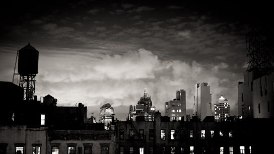 From the rooftop, looking to the West, during a cloudy night. Manhattan, a city that is so big that you could drown into it, but which also keeps some kind of…rustic look. Disturbing too…