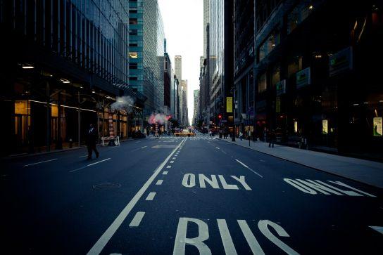 En voyant le plan de routes de New York, je me dis que je suis bien content d'être piéton. Circuler doit vraiment être pénible…Sinon, ça fait de très beaux décors au sol.