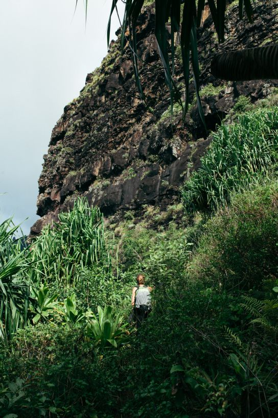 Woman hiking, Kalalau Trail, Kaua'i, Hawaii